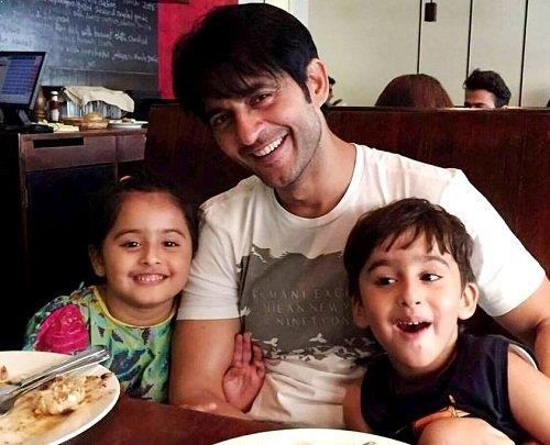 Hiten Tejwani with his children