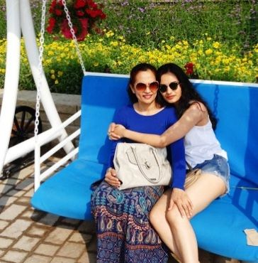 Manushi Chillar with her mother