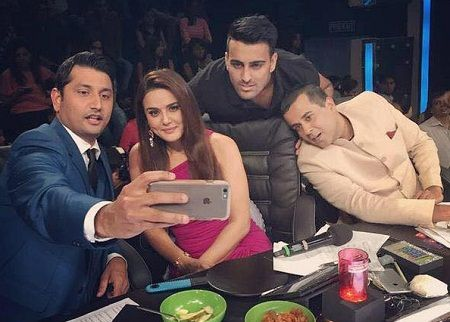 Marzi Pestonji taking selfie with co-judges Priety Zinta and Chetan Bhagat on Nach Baliye 7