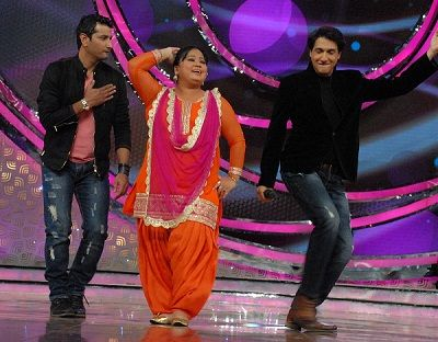 Marzi Pestonji with comedian Bharti Singh and Shiamak Davar on the sets of DID Lil Masters Season 3