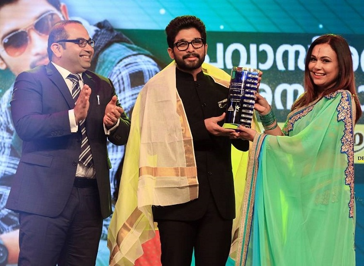 Allu Arjun honored with the Pravasi Ratna Puraskaram