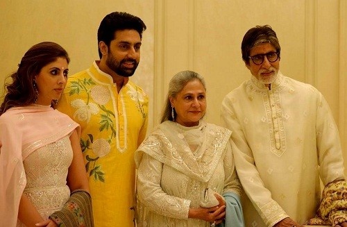 Amitabh Bachchan with his wife, son & daughter