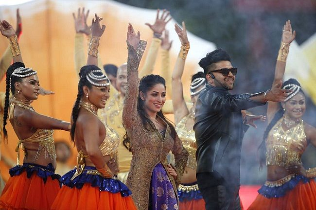 Guru Randhawa with Yami Gautam at the IPL opening ceremony