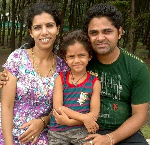 Ditya Bhande with her parents