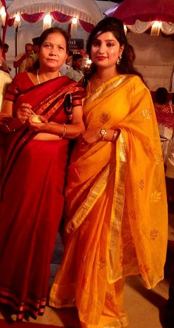 Pallavi Shukla with her mother (2)