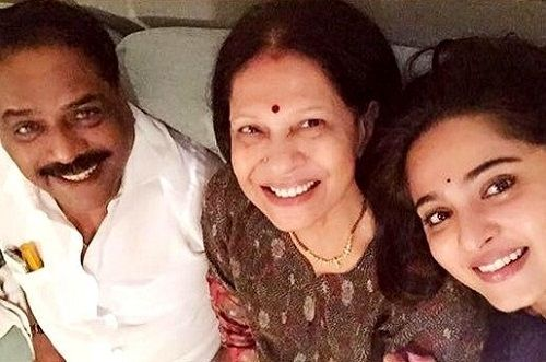 Anushka Shetty with her parents