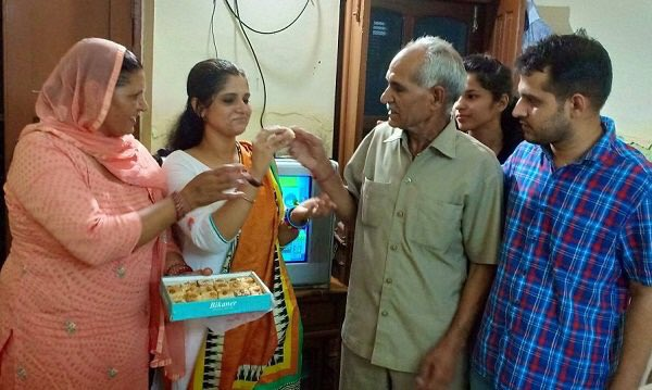Anu Kumari celebrating her success with her family members