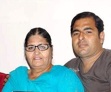 Kapil Sharma mother Janak Rani and brother Ashok Kumar Sharma