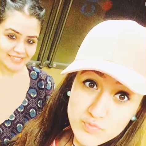 Manika Batra With Her Elder Sister Anchal