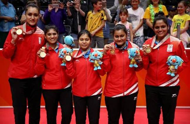 Manika Batra With Other Team Members