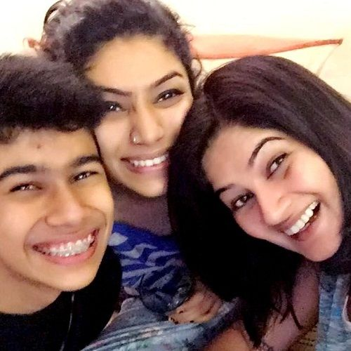 Resham Tipnis With Her Children