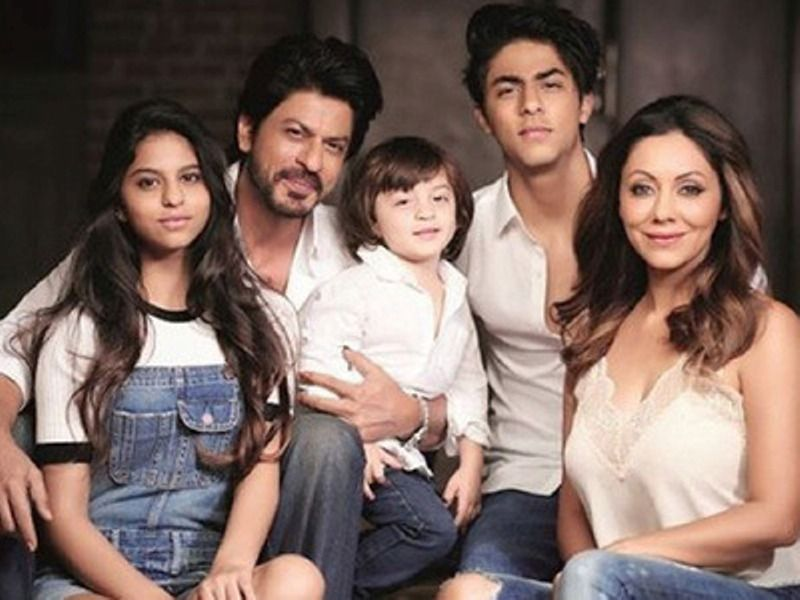 Shahrukh Khan With His Children And Wife