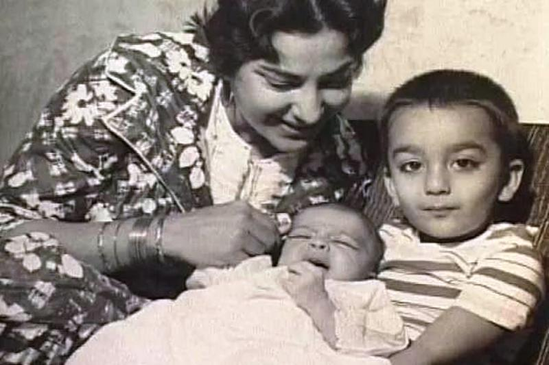 A Childhood Photo of Sanjay Dutt With His Mother Nargis