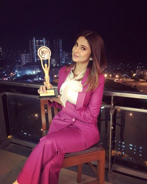 Jennifer Winget with the award
