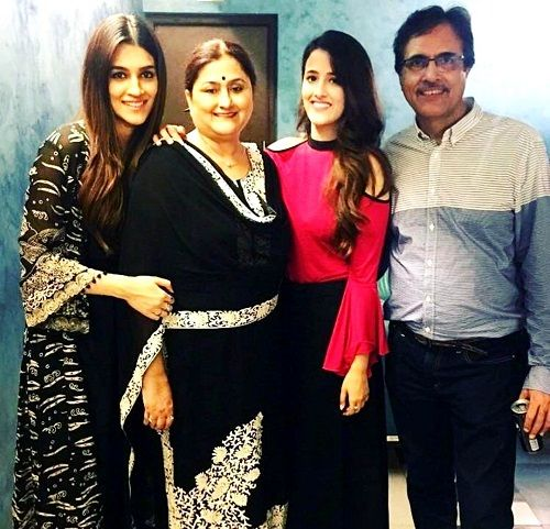 Kriti Sanon with her family