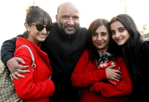 Patralekha with her parents and sister Parnalekha Mishra