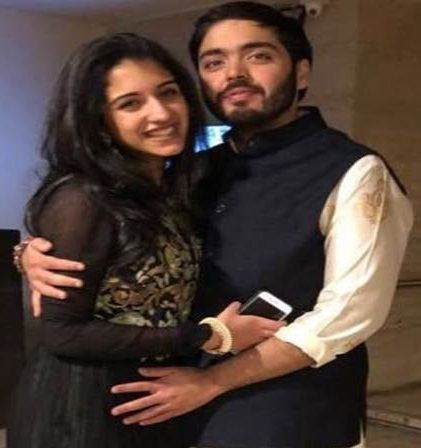 Radhika Merchant with Anant Ambani- Viral Picture