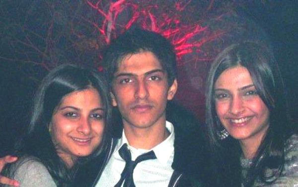 Sonam Kapoor With Her Bother And Sister