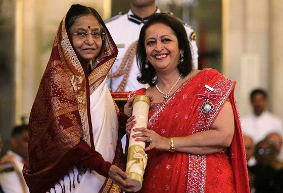 Swati Piramal receiving the Padma Sri presented by then President Pratibha Patil