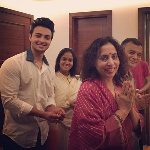 Aayush Sharma With His Parents And Wife