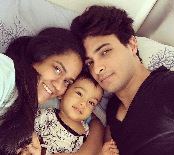 Aayush Sharma With His Wife Arpita And Son Ahil
