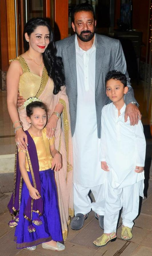 Manyata Dutt And Sanjay Dutt With Their Children