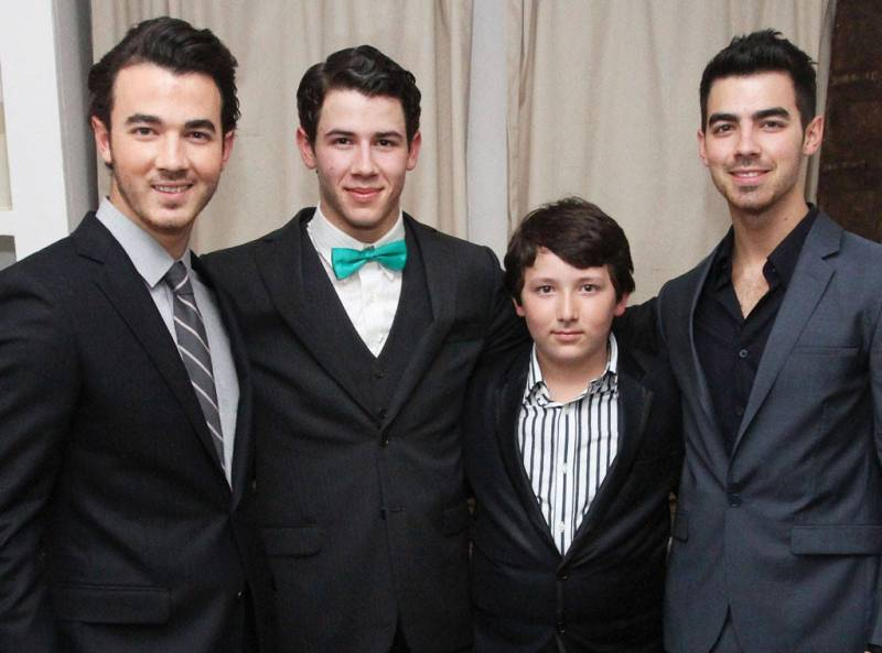 Nick Jonas with his brothers