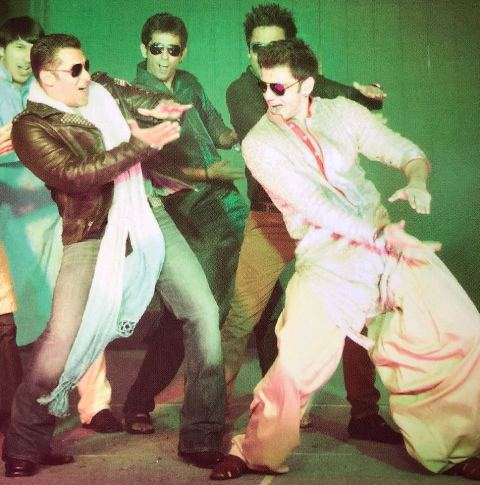 Zaheer Iqbal dancing with Salman Khan