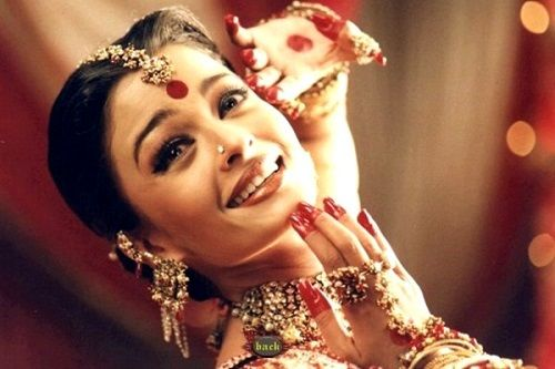 Aishwarya Rai Bachchan in song 'Dola Re Dola'