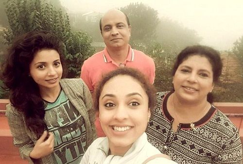 Pearle Maaney with her parents and sister Rachel Maaney
