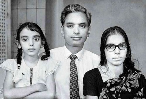 Shweta Menon (Childhood Pic) with her parents