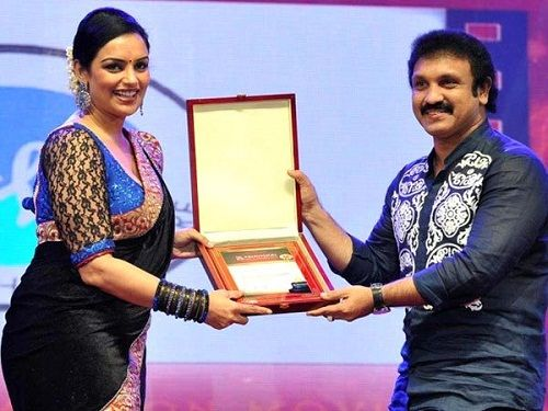 Shweta Menon received Asiavision Award for Outstanding Performance in Kalimannu (2013)
