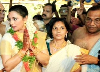 Shweta Menon with her parents