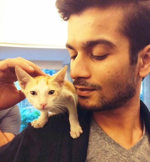 Sunny Kaushal with a Cat