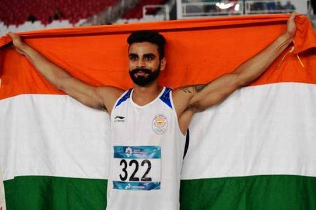 Arpinder Singh with Indian flag after Asian Games Victory