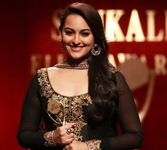 Sonakshi Sinha with the award