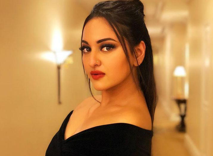 sonakshi sinha wiki age boyfriend family religion biography