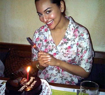 Sonakshi Sinha cutting her birthday cake