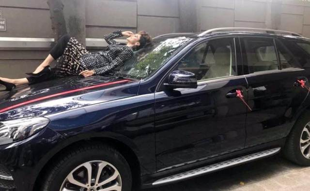Taapsee pannu's Mercedes-Benz GLE