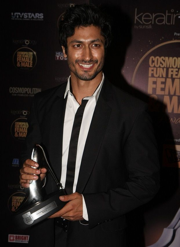 Vidyut Jammwal with his award