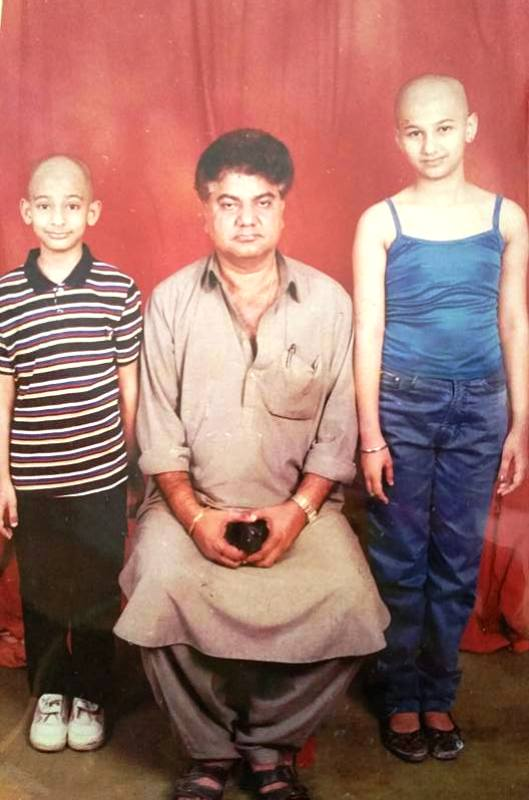 A Childhood Picture of Jasleen Matharu With Her Father and Brother