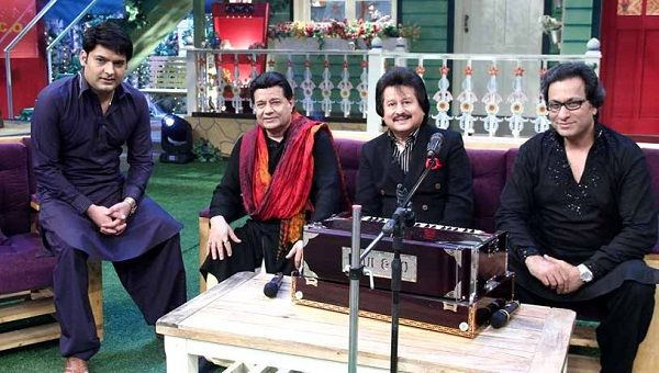 Anup Jalota Biography, Age, Height, Wiki, Wife, Family, Caste, Profile - Anup Jalota along with Pankaj Udhas Talat Aziz on the set of The Kapil Sharma Show