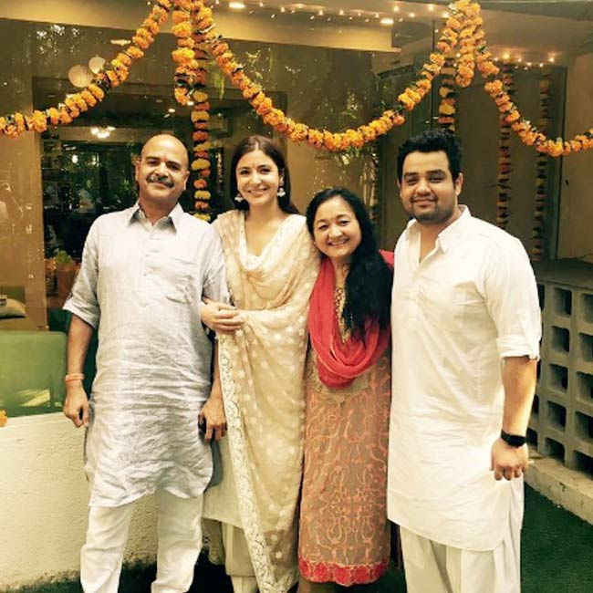 Anushka Sharma with her family