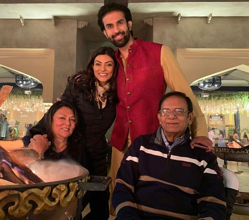 Sushmita Sen with her family