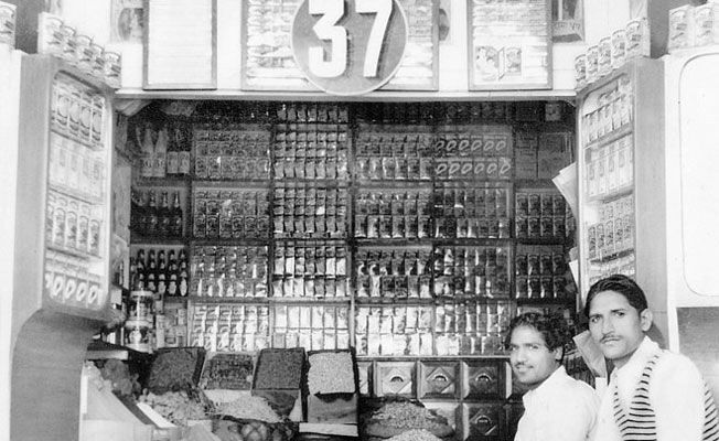 Mahashay Dharampal Gulati MDH shop old photo