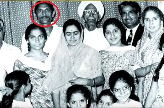 Mahashay Dharampal Gulati with his family