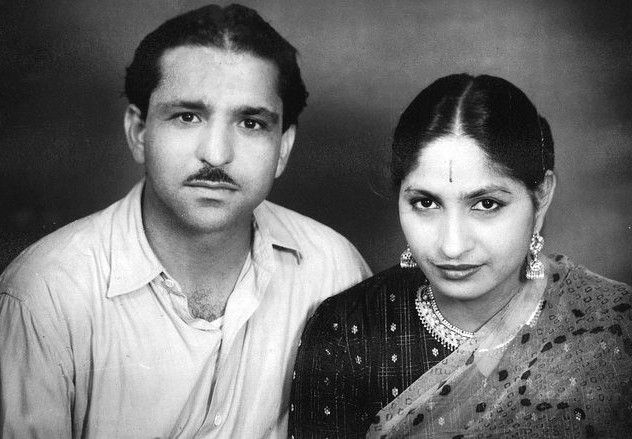 Mahashay Dharampal Gulati with his wife