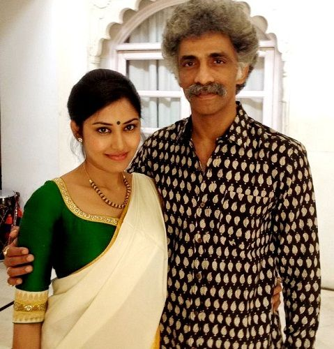Makarand Deshpande with his wife Nivedita Pohankar