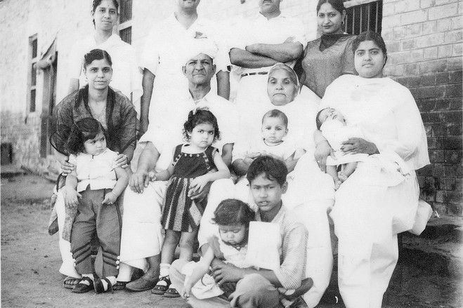 Old photo of Mahashay Dharampal Gulati's family