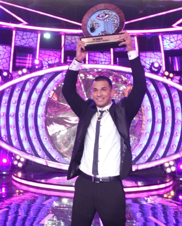 Prince Narula with Bigg Boss 9 trophy